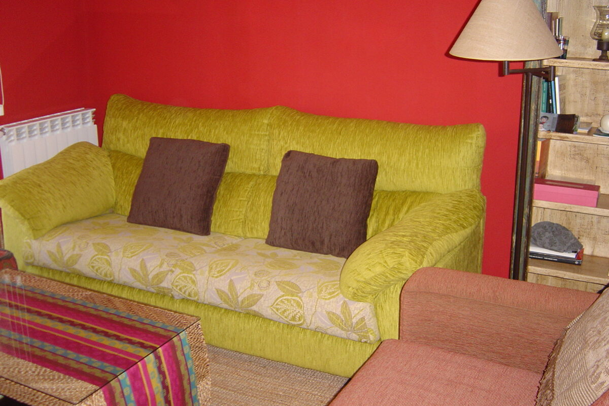 Sofa recién tapizado
